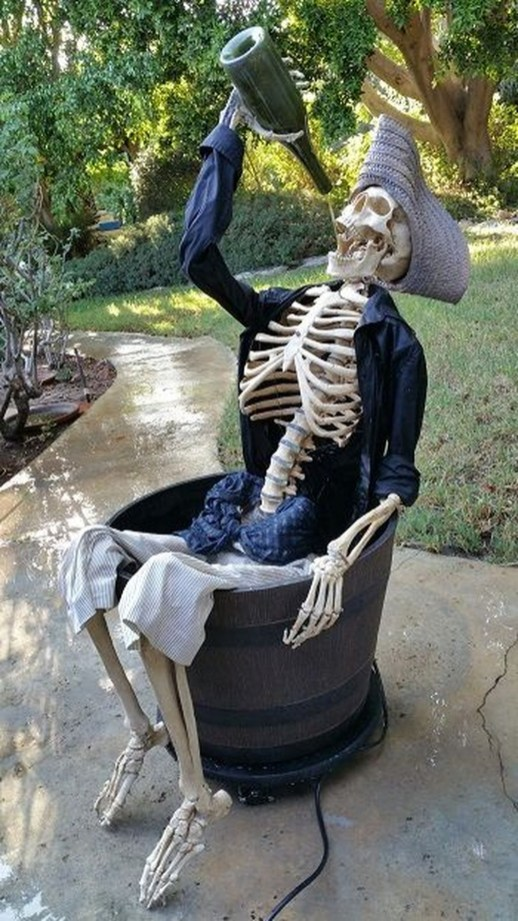 Top Halloween Outdoor Decorations To Terrify People 44