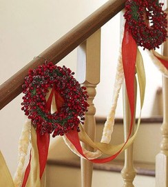 Best Christmas Decorations That Turn Your Staircase Into A Fairy Tale 22