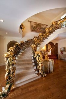 Best Christmas Decorations That Turn Your Staircase Into A Fairy Tale 25