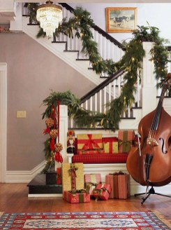 Best Christmas Decorations That Turn Your Staircase Into A Fairy Tale 26