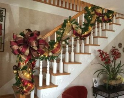 Best Christmas Decorations That Turn Your Staircase Into A Fairy Tale 27