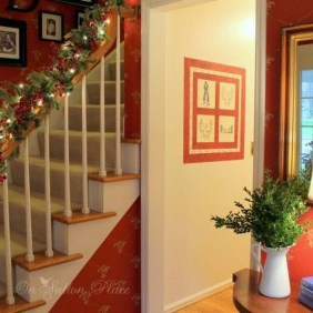 Best Christmas Decorations That Turn Your Staircase Into A Fairy Tale 32