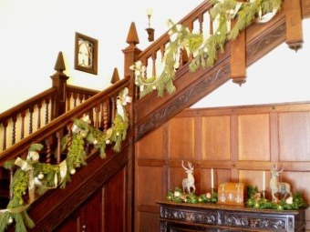Best Christmas Decorations That Turn Your Staircase Into A Fairy Tale 51