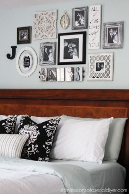 Brilliant Living Room Wall Gallery Design Ideas 34