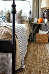 Cozy Fall Bedroom Decoration Ideas 29