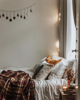 Cozy Fall Bedroom Decoration Ideas 51