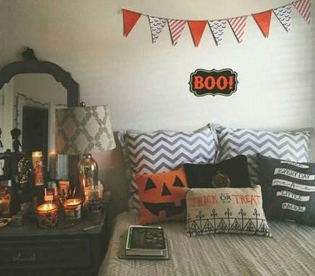 Cozy Fall Bedroom Decoration Ideas 53