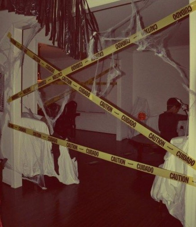Creepy Decorations Ideas For A Frightening Halloween Party 04