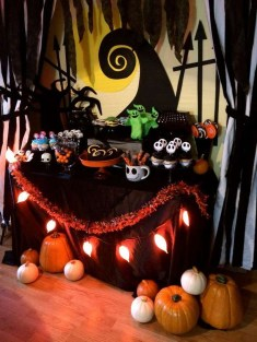 Creepy Decorations Ideas For A Frightening Halloween Party 57
