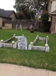 Elegant Outdoor Halloween Decoration Ideas 11