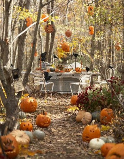 Elegant Outdoor Halloween Decoration Ideas 26