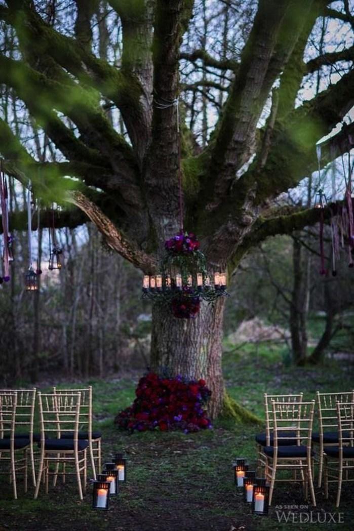Elegant Outdoor Halloween Decoration Ideas 38