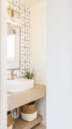 Outstanding DIY Bathroom Makeover Ideas On A Budget 24