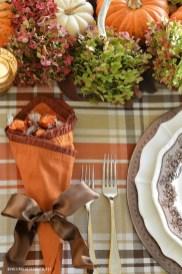 Simple Fall Table Decoration Ideas 01