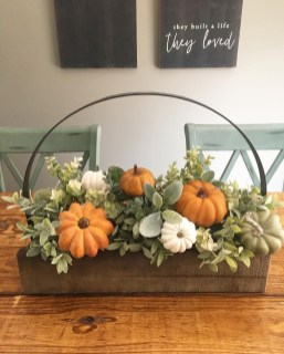 Simple Fall Table Decoration Ideas 39