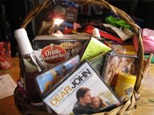 Stylish DIY Wine Gift Baskets Ideas 12