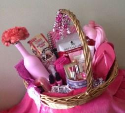 Stylish DIY Wine Gift Baskets Ideas 24