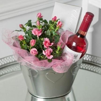 Stylish DIY Wine Gift Baskets Ideas 37