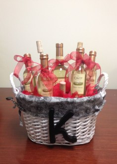Stylish DIY Wine Gift Baskets Ideas 42