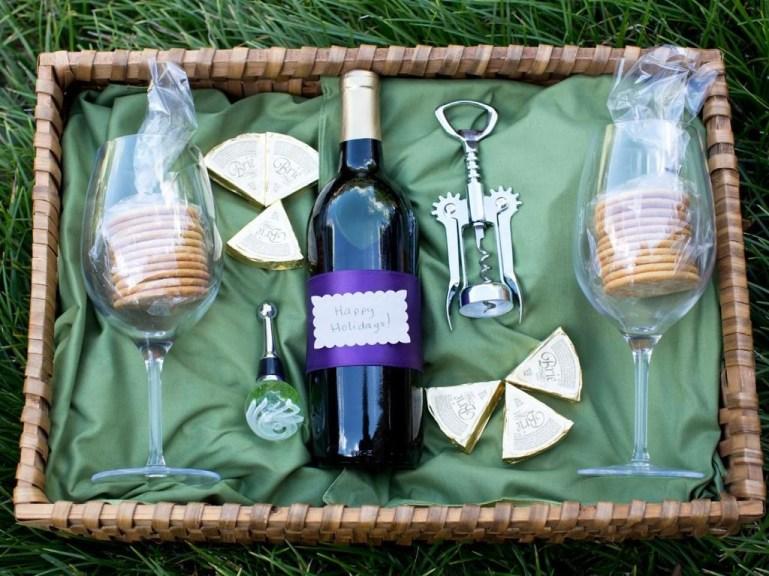 Stylish DIY Wine Gift Baskets Ideas 44