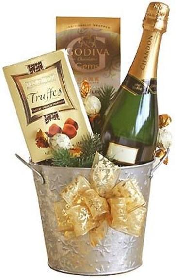 Stylish DIY Wine Gift Baskets Ideas 45