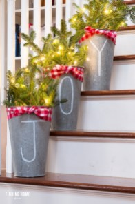 Super Easy DIY Christmas Decor Ideas For This Year 18