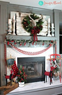 Awesome Fireplace Christmas Decoration To Makes Your Home Keep Warm 02