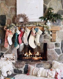 Awesome Fireplace Christmas Decoration To Makes Your Home Keep Warm 30