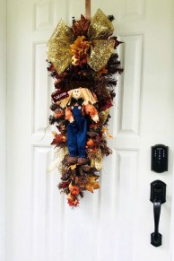 Creative Thanksgiving Front Door Decoration Ideas 02