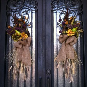 Creative Thanksgiving Front Door Decoration Ideas 03