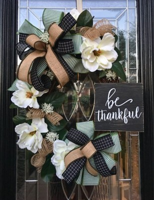 Creative Thanksgiving Front Door Decoration Ideas 07