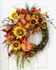Creative Thanksgiving Front Door Decoration Ideas 12