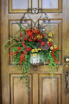 Creative Thanksgiving Front Door Decoration Ideas 16