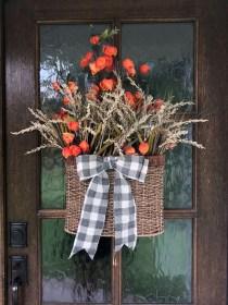 Creative Thanksgiving Front Door Decoration Ideas 29