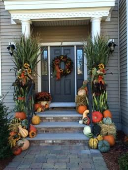 Creative Thanksgiving Front Door Decoration Ideas 33