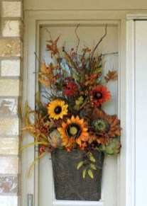 Creative Thanksgiving Front Door Decoration Ideas 36