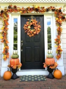 Creative Thanksgiving Front Door Decoration Ideas 38