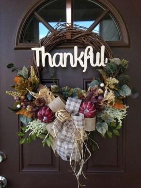 Creative Thanksgiving Front Door Decoration Ideas 41