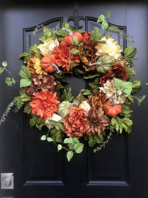 Creative Thanksgiving Front Door Decoration Ideas 43