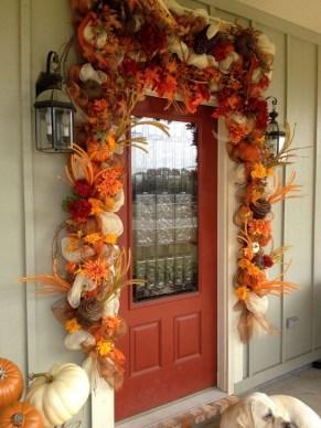 Creative Thanksgiving Front Door Decoration Ideas 44