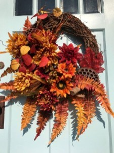 Creative Thanksgiving Front Door Decoration Ideas 45