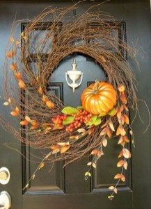 Creative Thanksgiving Front Door Decoration Ideas 46