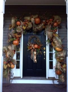 Creative Thanksgiving Front Door Decoration Ideas 51