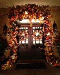 Creative Thanksgiving Front Door Decoration Ideas 57