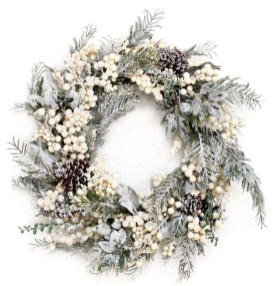 Easy DIY Outdoor Winter Wreath For Your Door 05