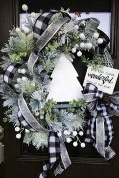 Easy DIY Outdoor Winter Wreath For Your Door 06