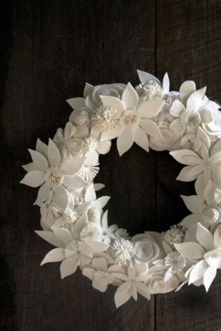 Easy DIY Outdoor Winter Wreath For Your Door 17
