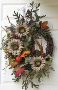 Easy DIY Outdoor Winter Wreath For Your Door 21
