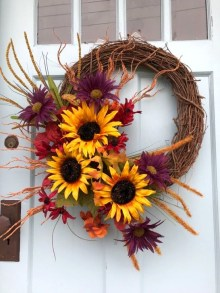 Easy DIY Outdoor Winter Wreath For Your Door 23