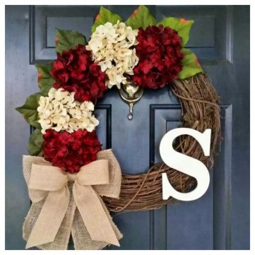 Easy DIY Outdoor Winter Wreath For Your Door 25